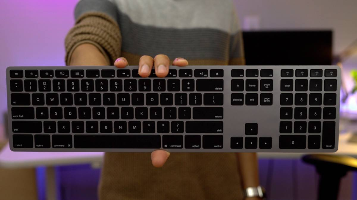 logitech launches slim folio keyboard case with four year battery life for new 2017 ipad. Black Bedroom Furniture Sets. Home Design Ideas
